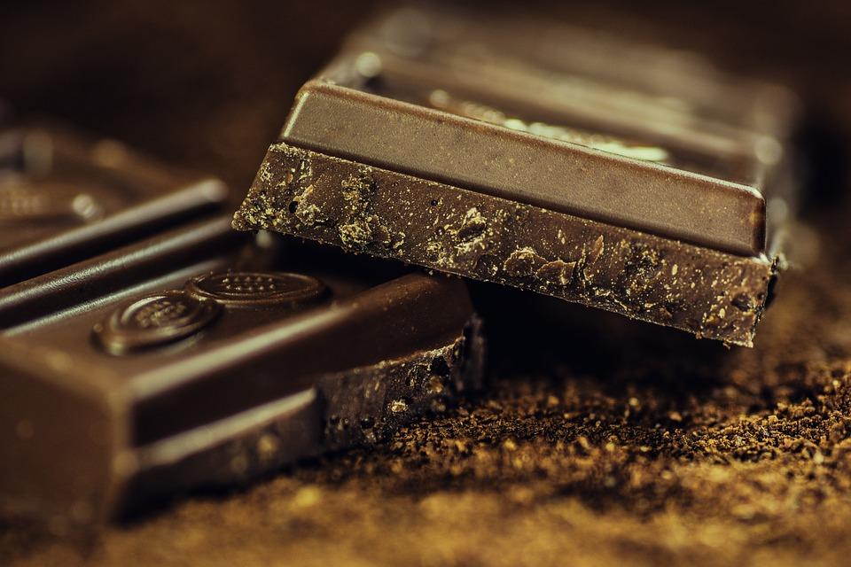 الشوكولاته الداكنه